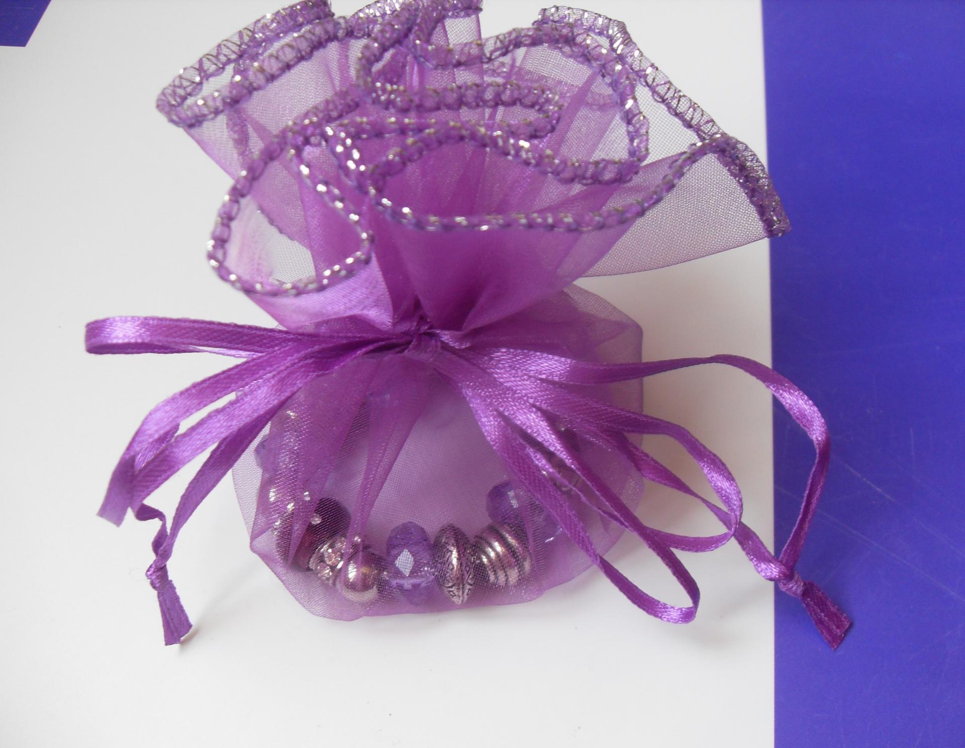 Bracelet violet, perles lampwork verre, métal, résine, strass