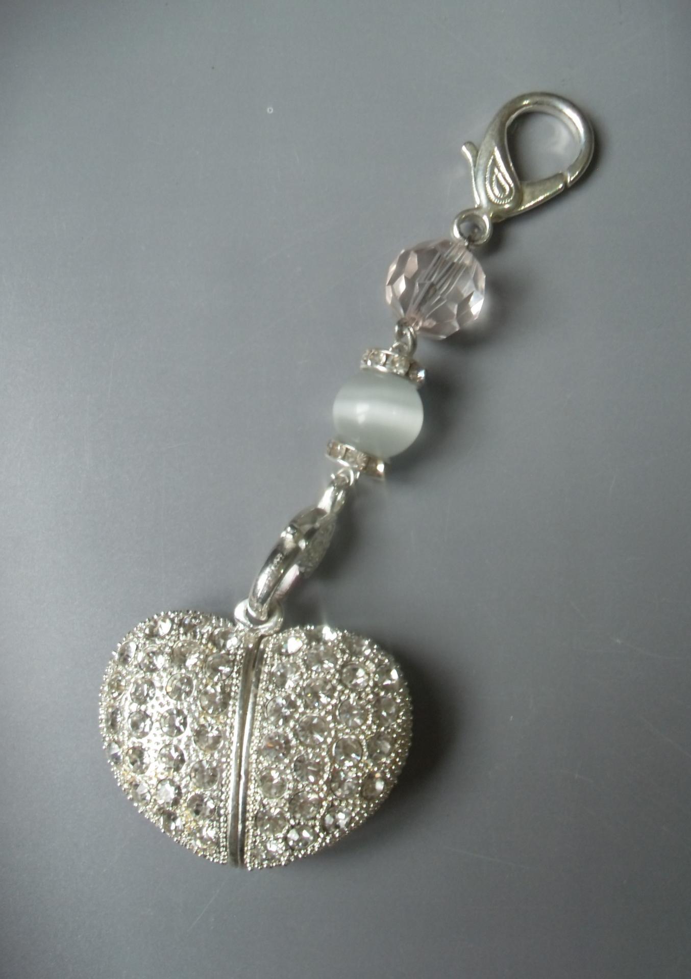 Collier chaîne argenté/bijou de sac coeur clé usb strass.