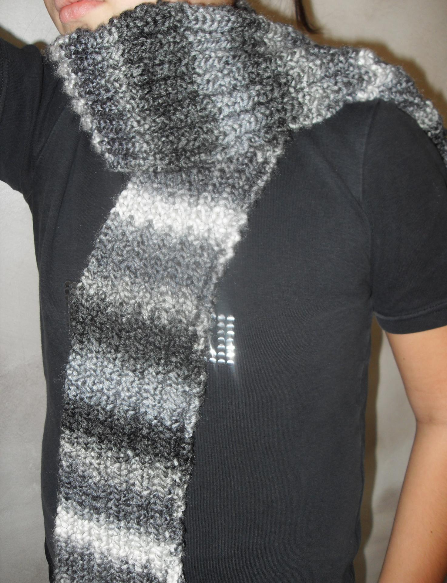 echarpe maille anglaise laine blanche grise et noire. Black Bedroom Furniture Sets. Home Design Ideas