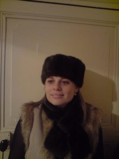 Chapeau et echarpe imitation fourrure.