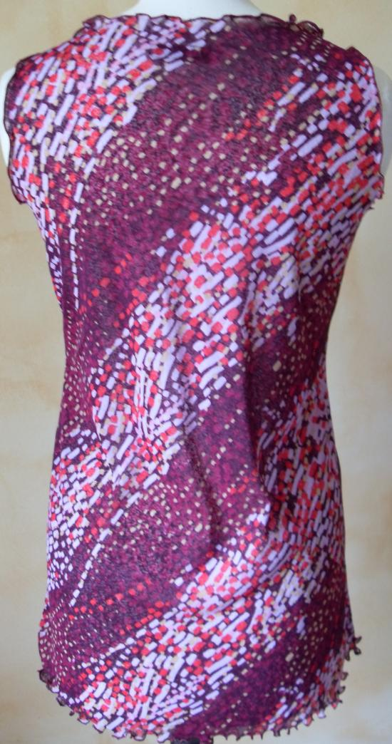 Tunique voile lycra imprimé violet et rose. Vue de dos.