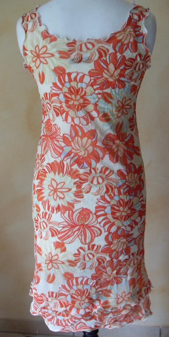 La robe fleurie de Brigitte.Vue de dos.