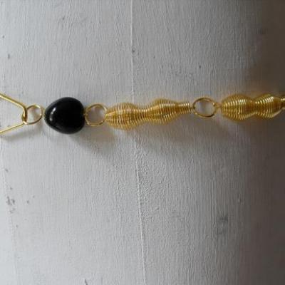 Ceinture-bijou dorée à spirales