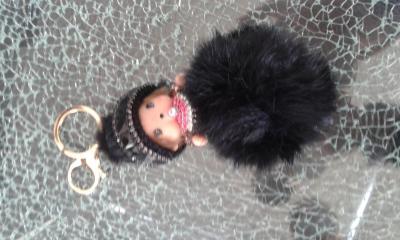 Porte-clé, bijou de sac kiki bonnet laine noir, pompon et strass