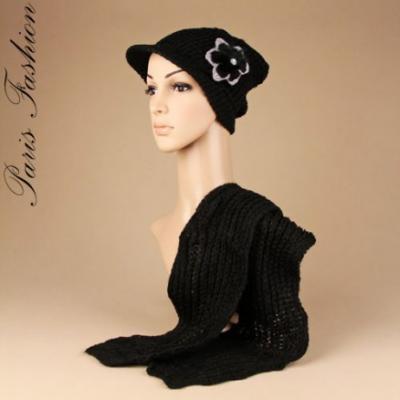 Echarpe laine noire et son bonnet casquette.