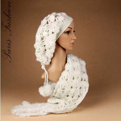 Bonnet blanc pompons et son écharpe