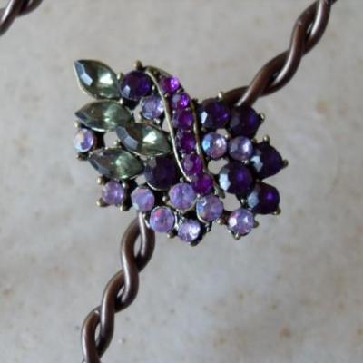 Parure en métal couleur bronze- pendentif strass multicolore