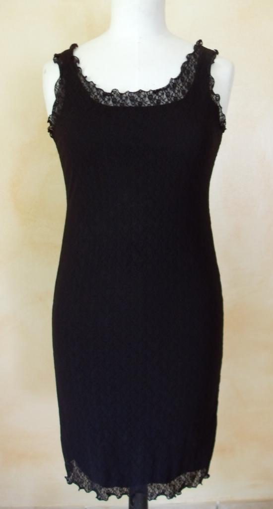 robe en voile noire. vue de devant