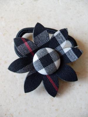 Elastique fleur carreaux noir