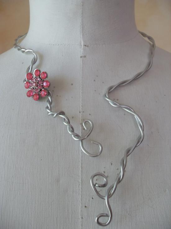 collier parrure fleur strass rose