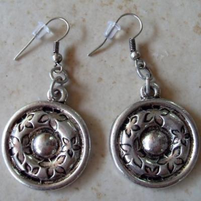 Boucles d'oreilles rondes métal argenté et motifs fleurs