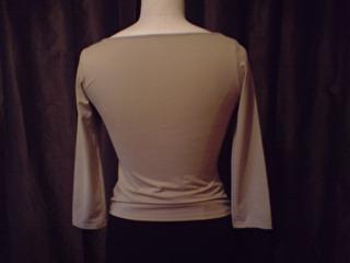 T-shirt stretch beige brodé de perles. Vue de dos