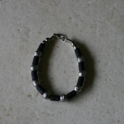 Parure homme noir et métal argenté, collier-bracelet.