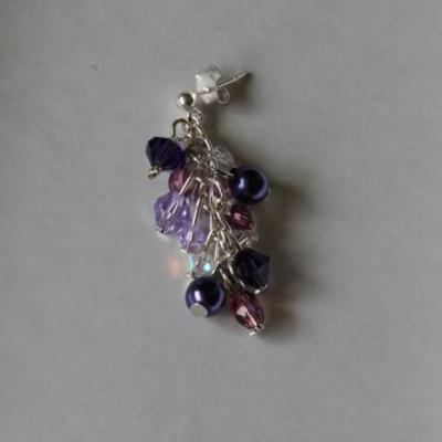 Boucles d'oreilles pendantes, prune en cristal de swarovski.
