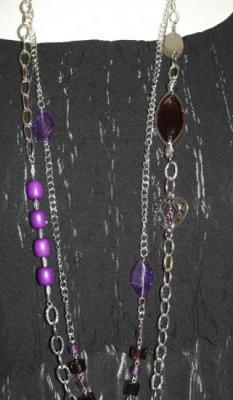 Sautoir 2 rangs perles, métal argenté et violet.