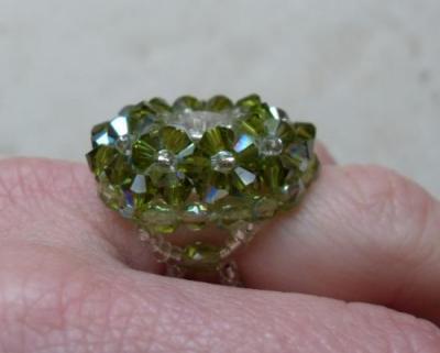 Bague ronde cristal de swarovski olivine.
