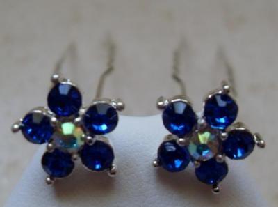 Epingles cheveux fleurs strass bleu.