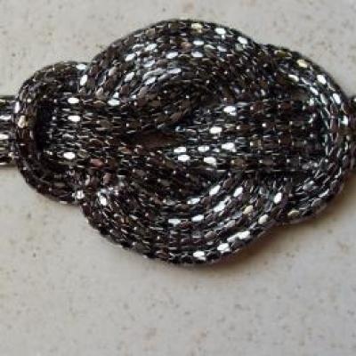 Bracelet métal 4 rangs, noeud plat