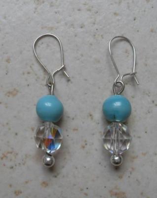 Parure perles et swarovski, blanche, métal et turquoise.