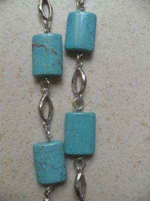 Sautoir turquoise rectangle et métal.