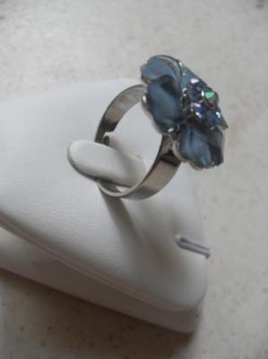 Bague fleur émail bleu-strass