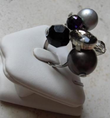 Bague grappe, perles et strass noir