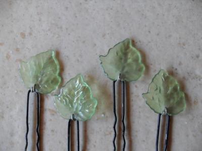 Epingles cheveux feuilles vertes.