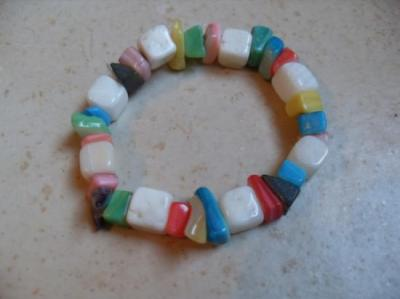 Bracelet nacre multicolore.