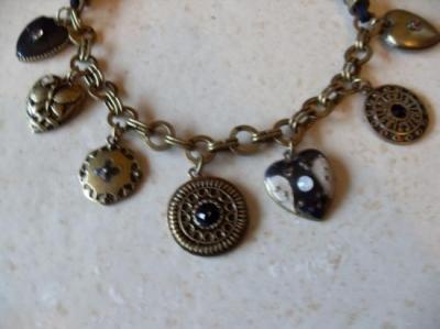 Collier bronze, pendentifs coeurs et cercles.