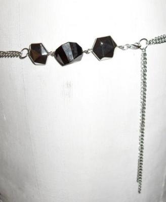 Ceinture-bijou, chaîne-perles argentées et noires.