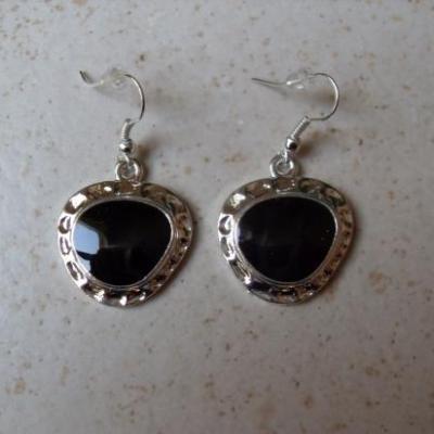 Parure collier cable et cascade de pendentifs noir et boucles.