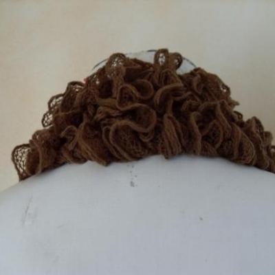 Echarpe frou-frou marron, laine ruban.