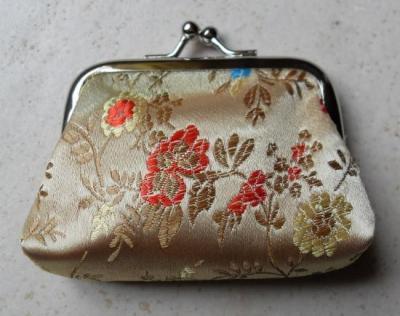 Porte-monnaie tissu chinois coloré et brodé.