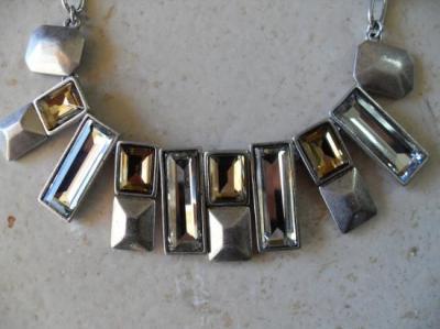 Collier gros maillons métal et strass.
