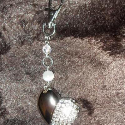 Bijou de sac, clé usb 4 gb, coeur strass et perles verre et swarovski.