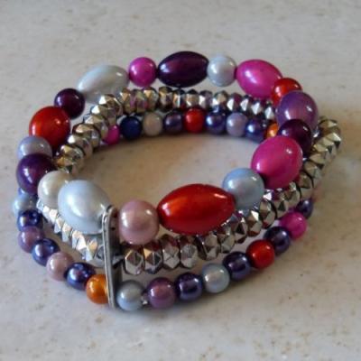 Bracelet 3 rangs, perles magiques multicolores et argentées.