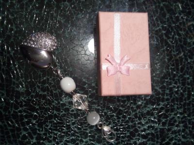 Bijou de sac, clé usb 4 gb, coeur strass et perles.