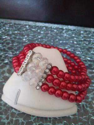 Bracelet 3 rangs de perles blanches, rouges et strass.