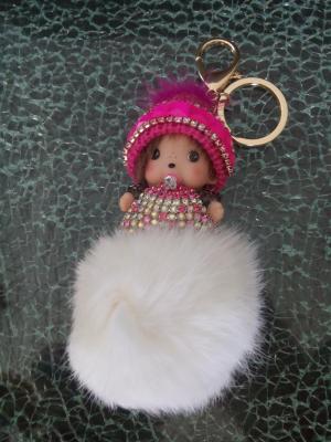 Porte-clé, bijou de sac kiki bonnet laine rose , pompon blanc et strass