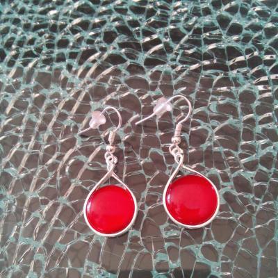 Boucles d'oreilles rondes métal et cabochon rouge
