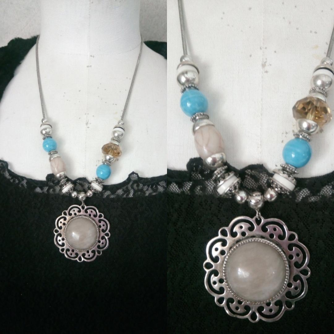 Collier de perles et pendentif cabochon