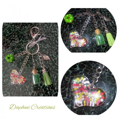 Porte-clés, bijou de sac vert, pompon, coeur, donuts et sa fiole magique.