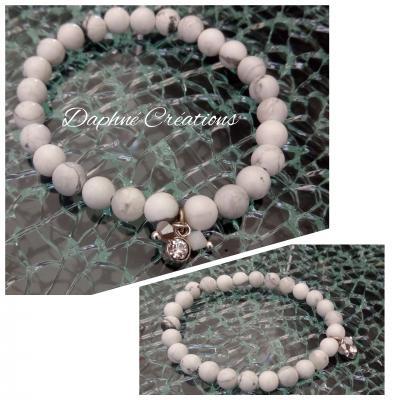 Bracelet blanc en perles naturelles, pampilles strass et toupies cristal de swarovski