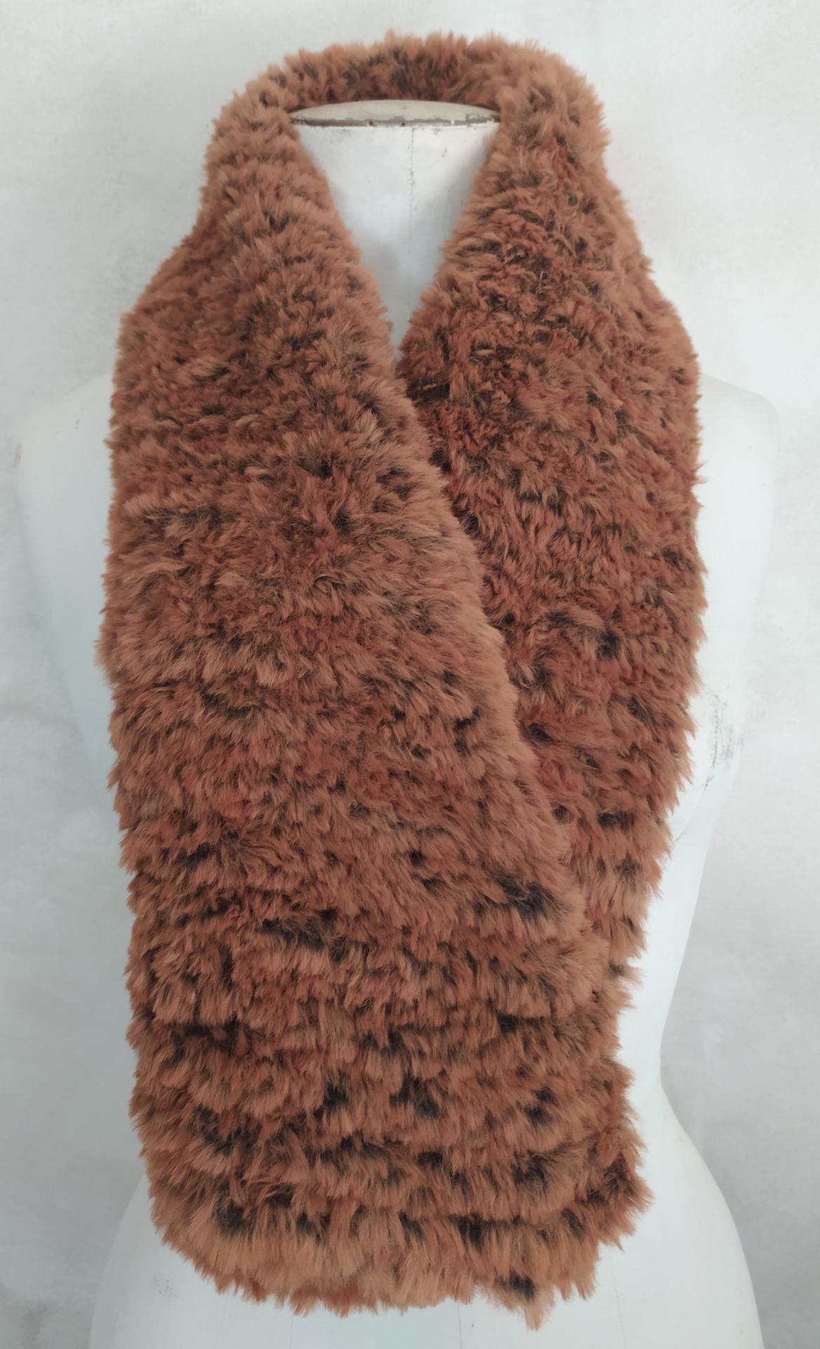 écharpe fausse fourure fauve, tricotée main