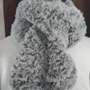 écharpe fausse fourure grise