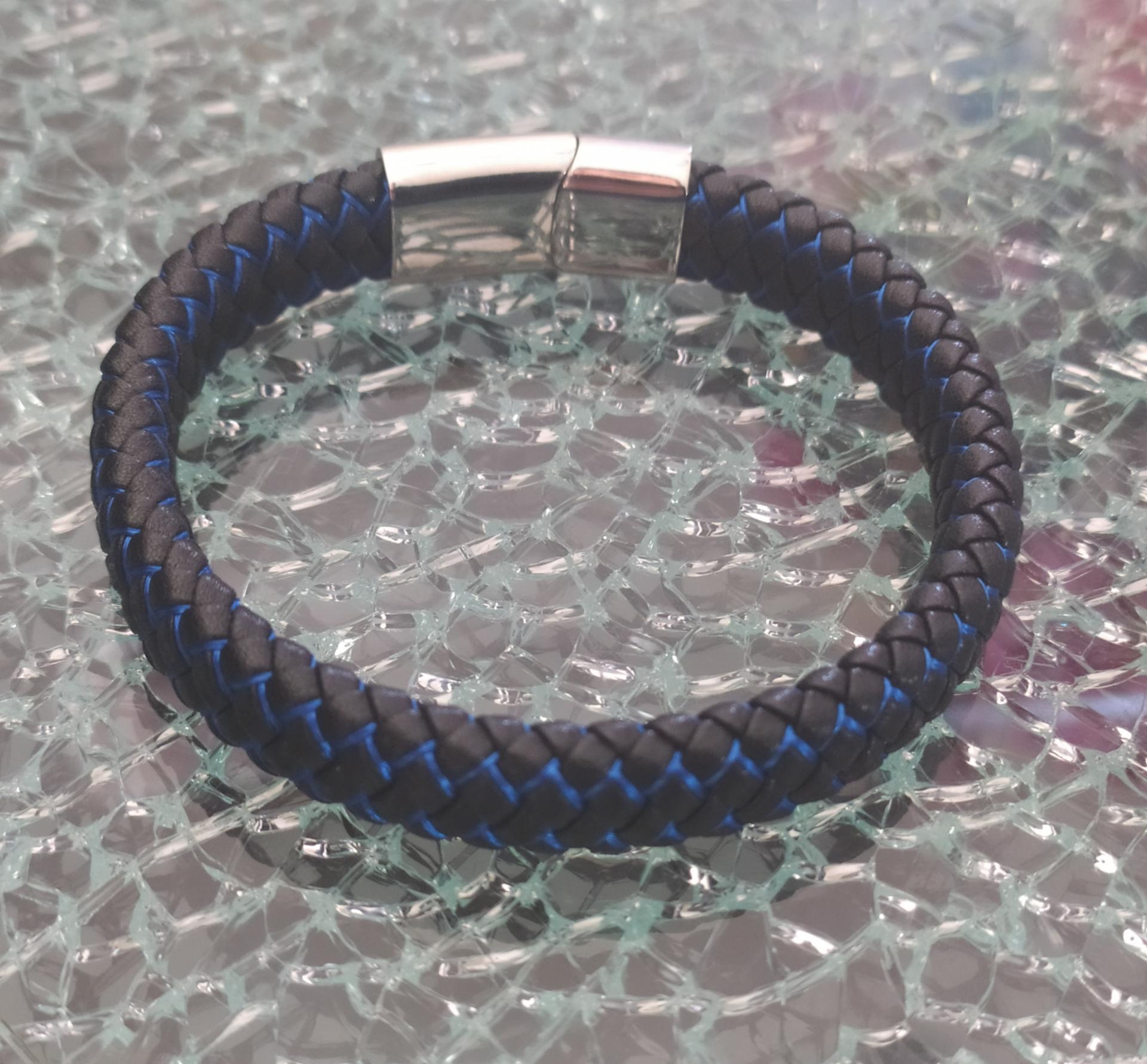 bracelet tressé cuir noir et bleu, fermoir argenté