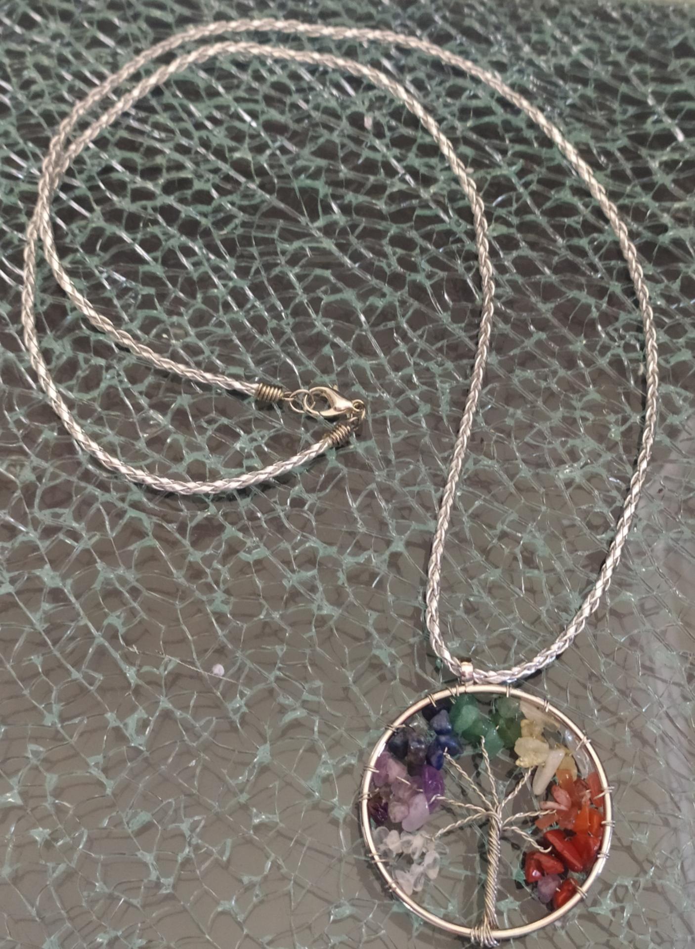sautoir pendentif arbre de vie en pierres naturelles