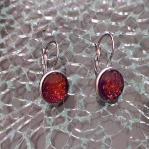 Boucles d'oreilles pendantes, cabochon de verre rond prune et paillettes