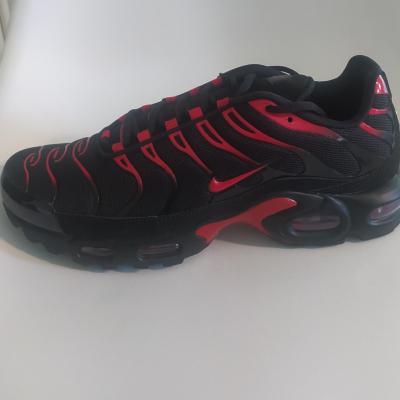 Baskets Air Max Plus Nike, noir et rouge