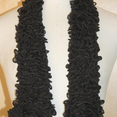 Echarpe frou-frou grise, laine ruban.